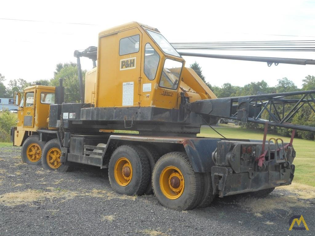 1974 P&H 440TC 40-Ton Lattice Boom Truck Crane 0