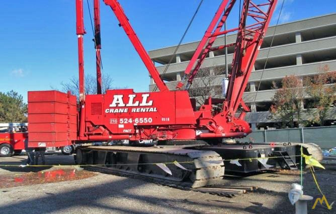 2006 Manitowoc 2250 300-Ton Lattice Boom Crawler Crane 1