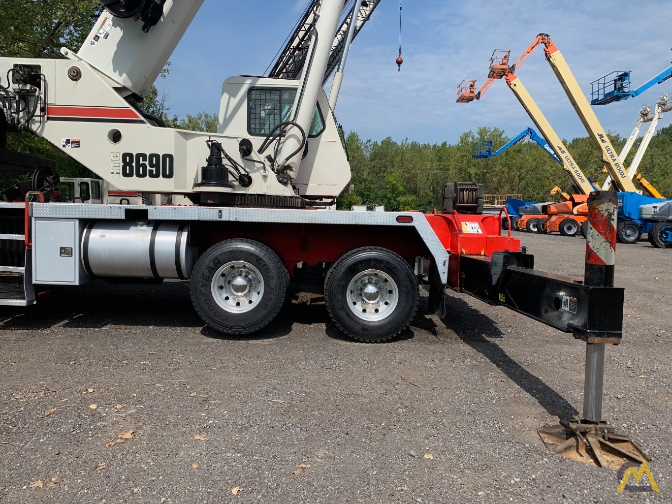 2007 Link-Belt HTC-8690 90-Ton Telescopic Truck Crane w/ Detroit Engine 10