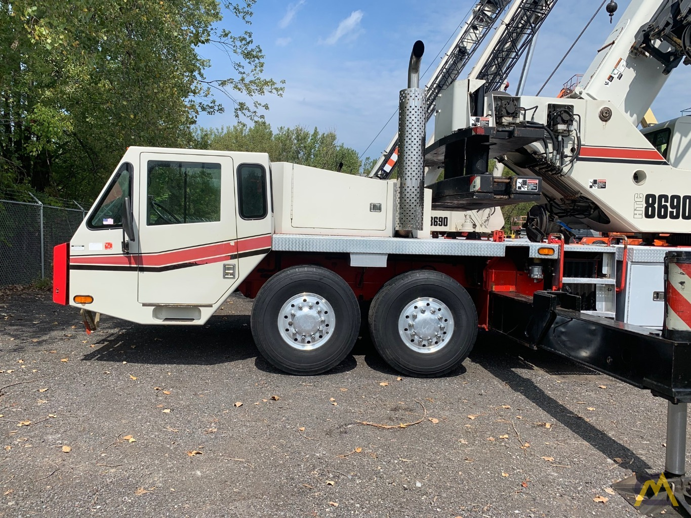2007 Link-Belt HTC-8690 90-Ton Telescopic Truck Crane w/ Detroit Engine 11