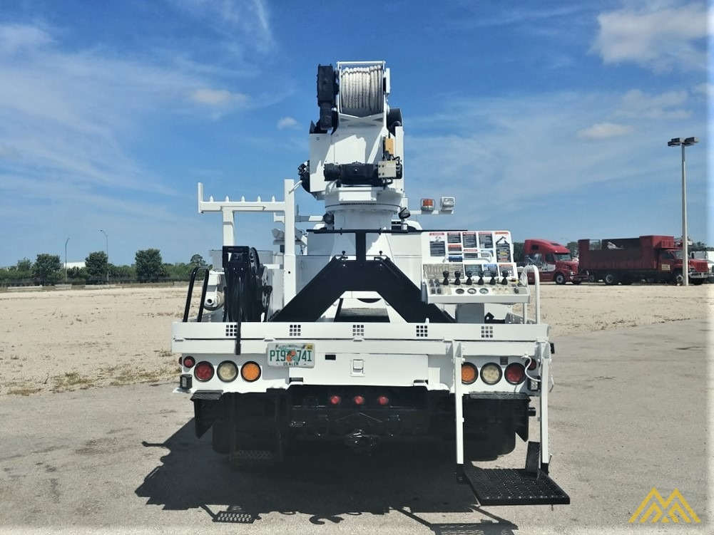 Altec DM47-TR 15-ton Wireless Remote Digger Derrick on 2009 Ford F750 Utility  4