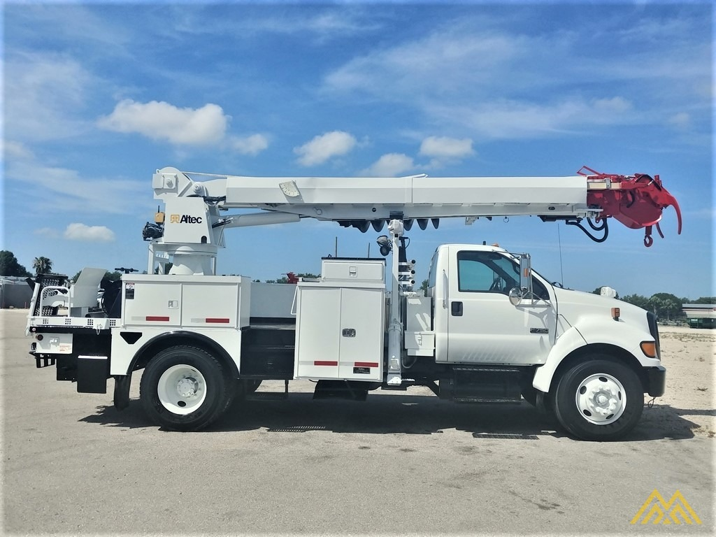 Altec DM47-TR 15-ton Wireless Remote Digger Derrick on 2009 Ford F750 Utility  6