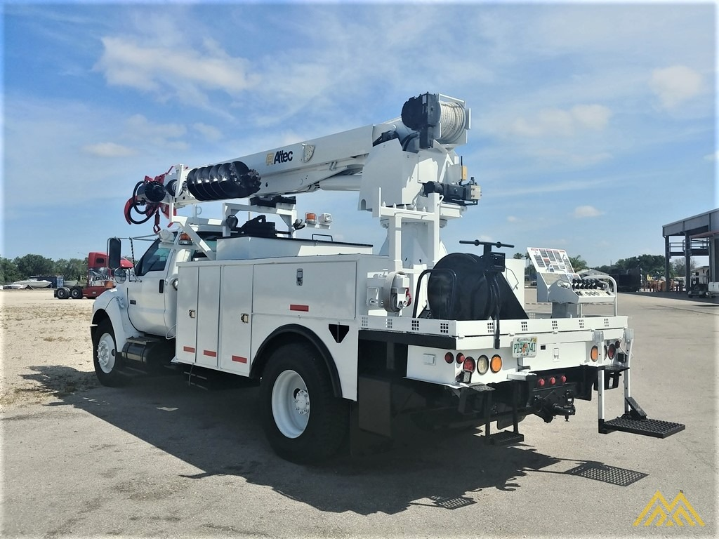 Altec DM47-TR 15-ton Wireless Remote Digger Derrick on 2009 Ford F750 Utility  5
