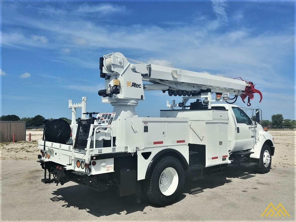 Altec DM47-TR 15-ton Wireless Remote Digger Derrick on 2009 Ford F750 Utility  3