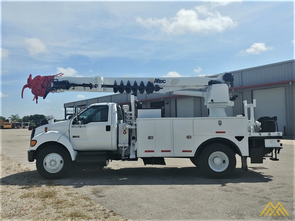 Altec DM47-TR 15-ton Wireless Remote Digger Derrick on 2009 Ford F750 Utility  7