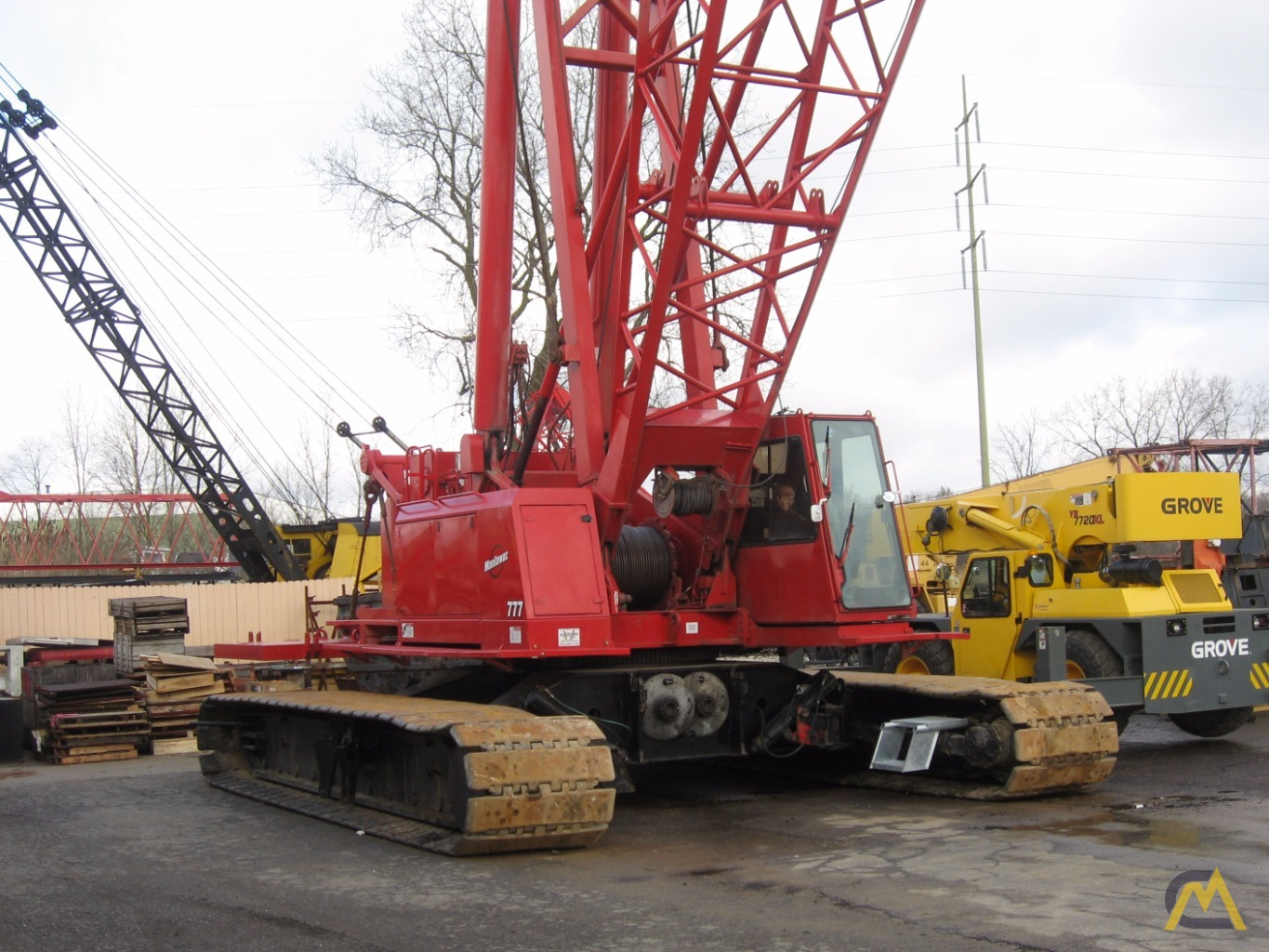 200t Manitowoc 777 SII Lattice Boom Crawler Crane 0