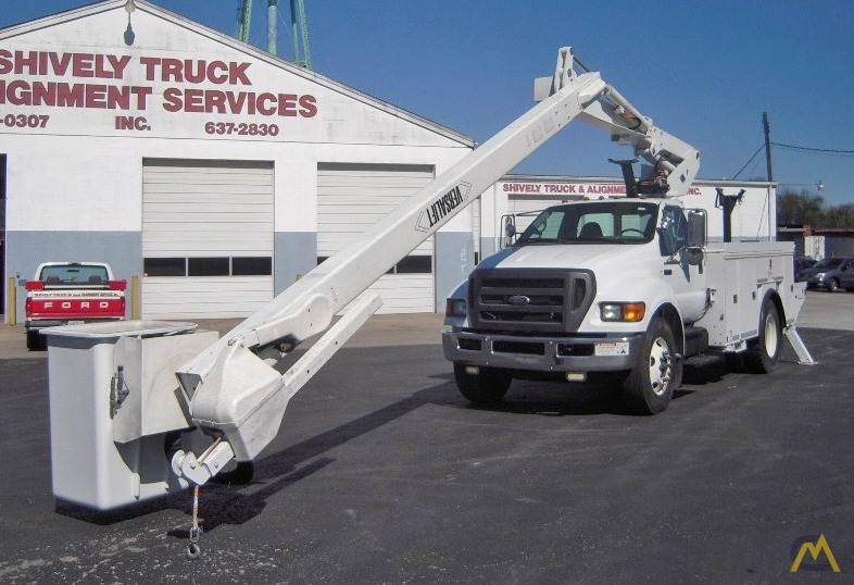 2010 Ford F750 Bucket Truck with 46' Work Height 1