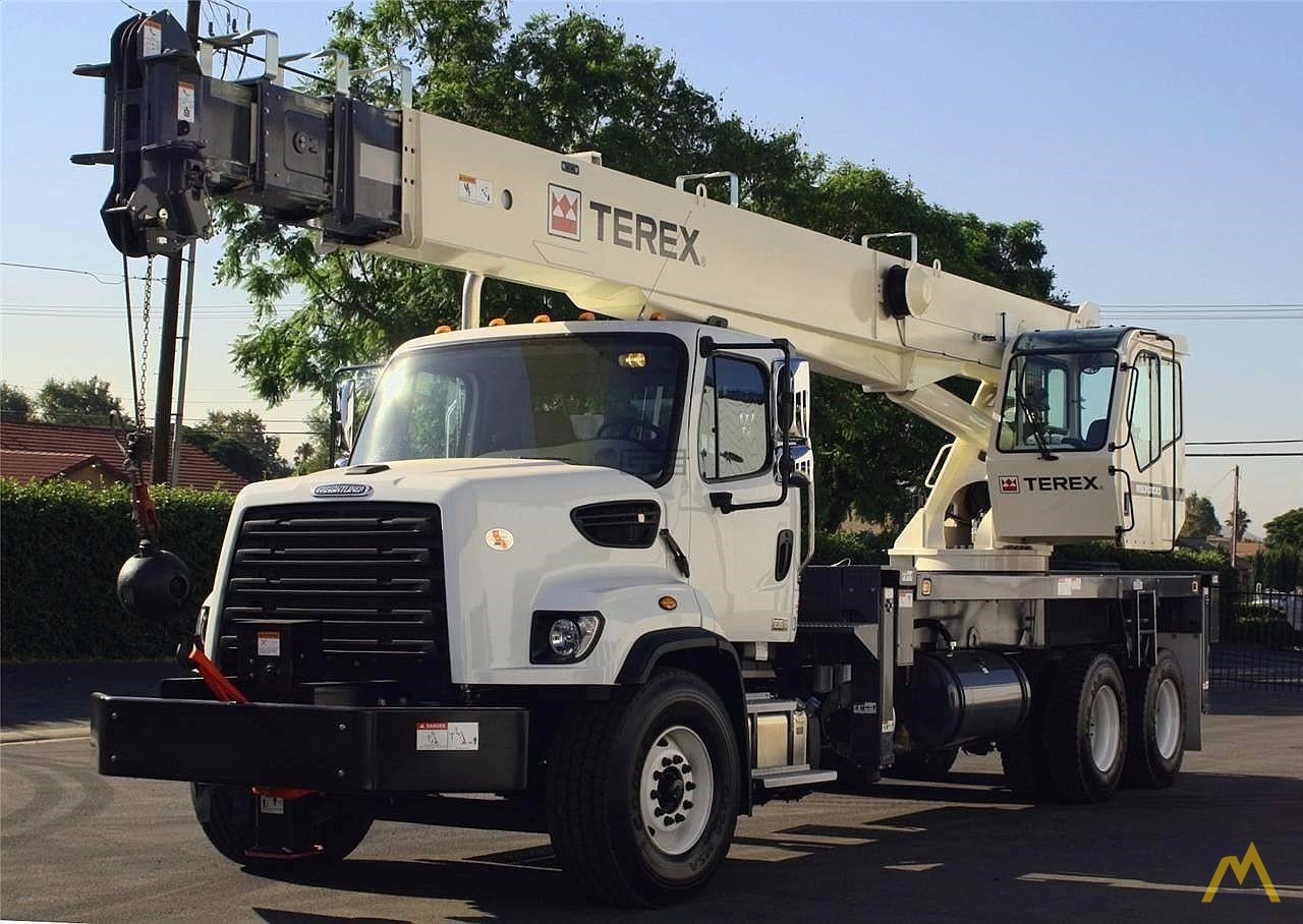 Terex RS 70100 35-Ton Boom Truck Crane on Freightliner 108SD 3