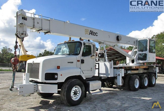 Altec bucket trucks Operators manual