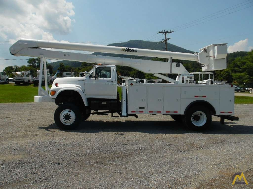 Articulating Boom Truck : Altec an articulating bucket truck on ford f series