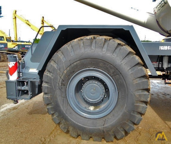 Terex RT 555 55-ton Rough Terrain Crane 21