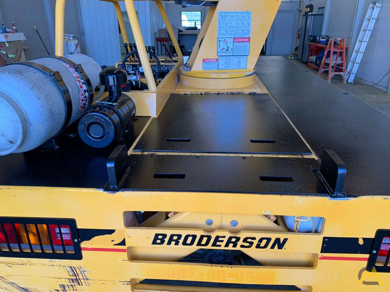 Broderson IC-80-3F 9-Ton Compact Carry Deck Crane 16