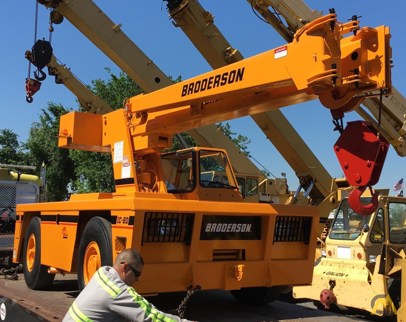 Broderson IC-80-3G 9-Ton Carry Deck Crane For Sale