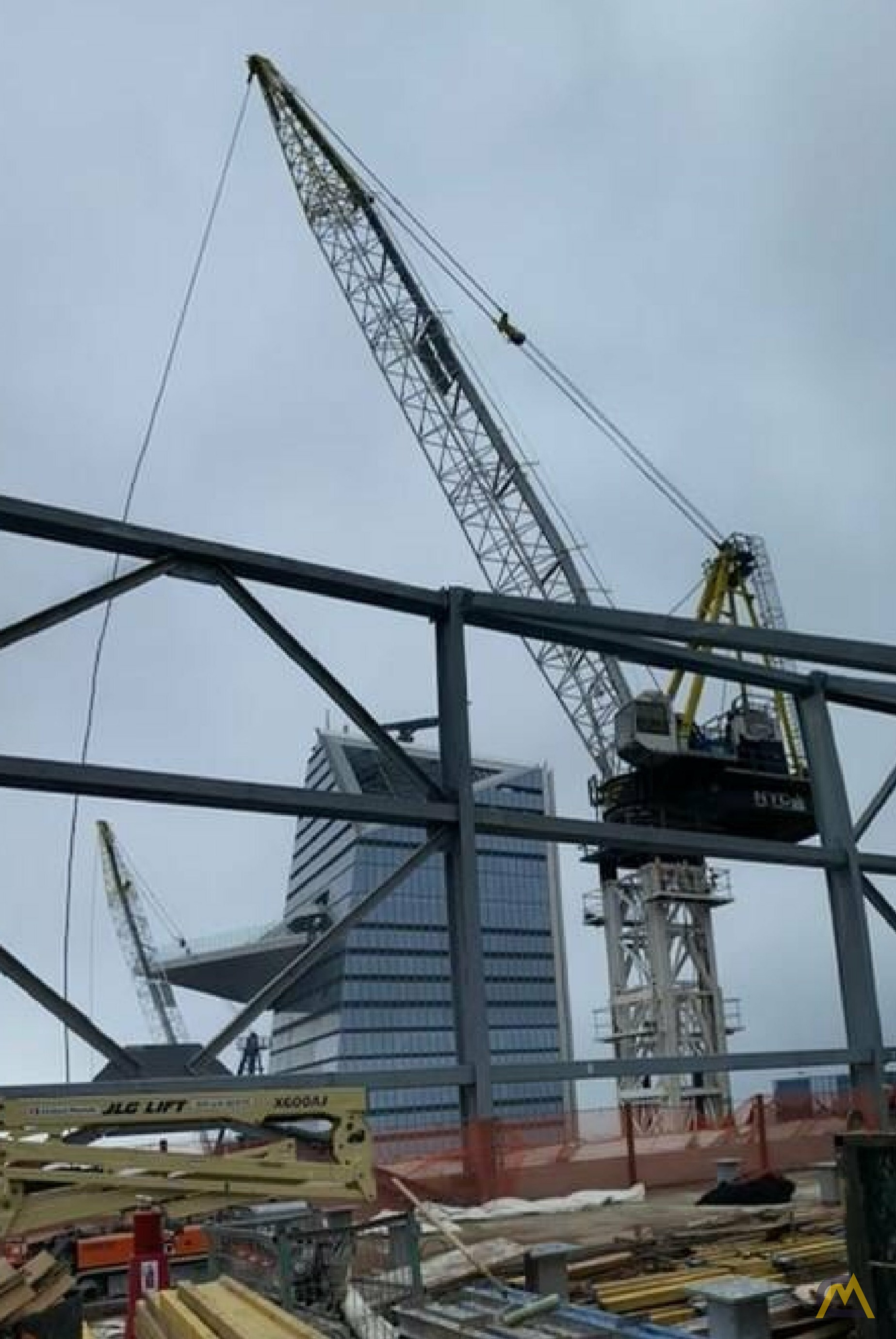 Favelle Favco M440D 55.1-Ton Luffing Boom Tower Crane 2