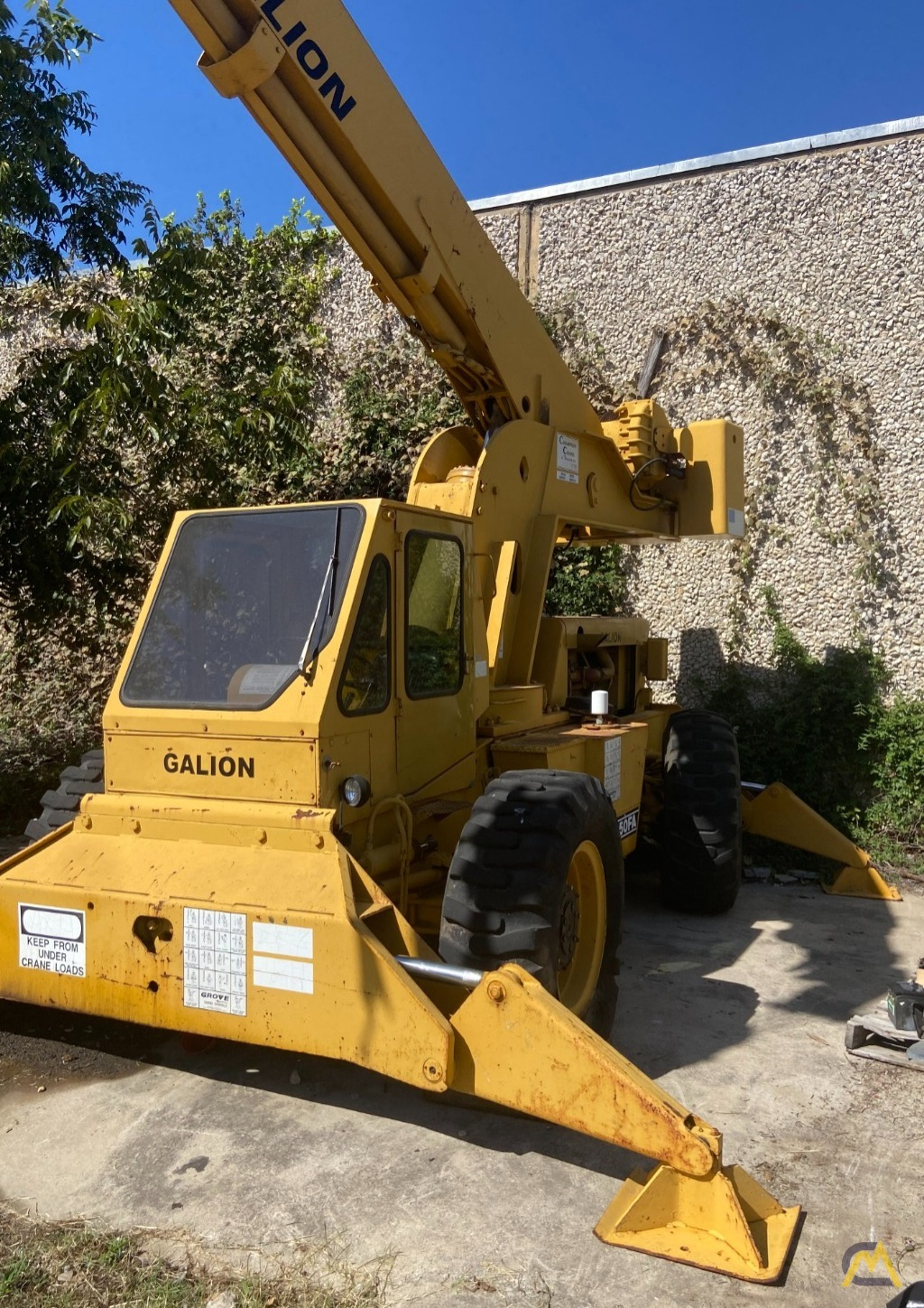 Galion 150FA 15-Ton Down Cab Rough Terrain Crane 4