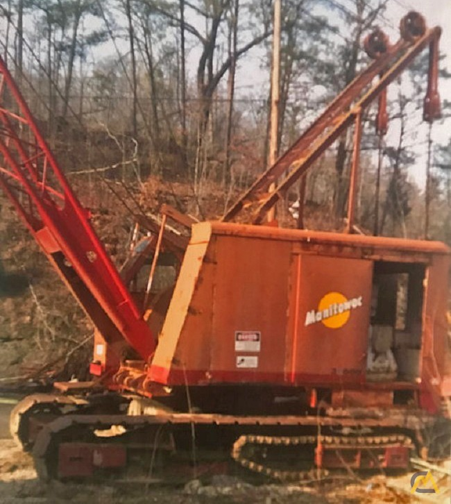 Manitowoc 3000W 65-Ton Lattice Boom Crawler Crane 1