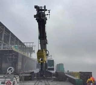 Mantis 9010 45-Ton Telescopic Crawler Crane 2