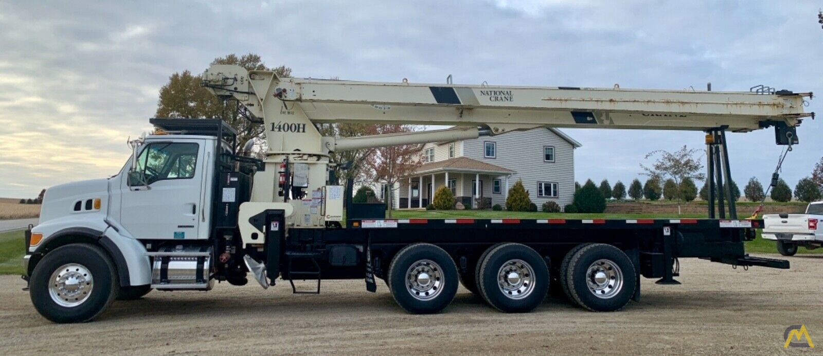 National Series Series 1400H Model 14127H 33-Ton Boom Truck Crane on Sterling L7500 1