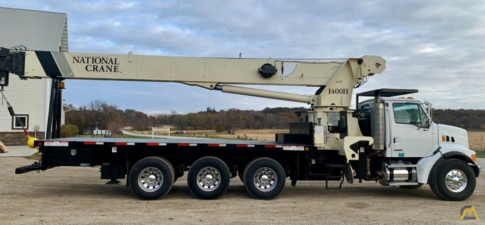 National Series Series 1400H Model 14127H 33-Ton Boom Truck Crane on Sterling L7500 3