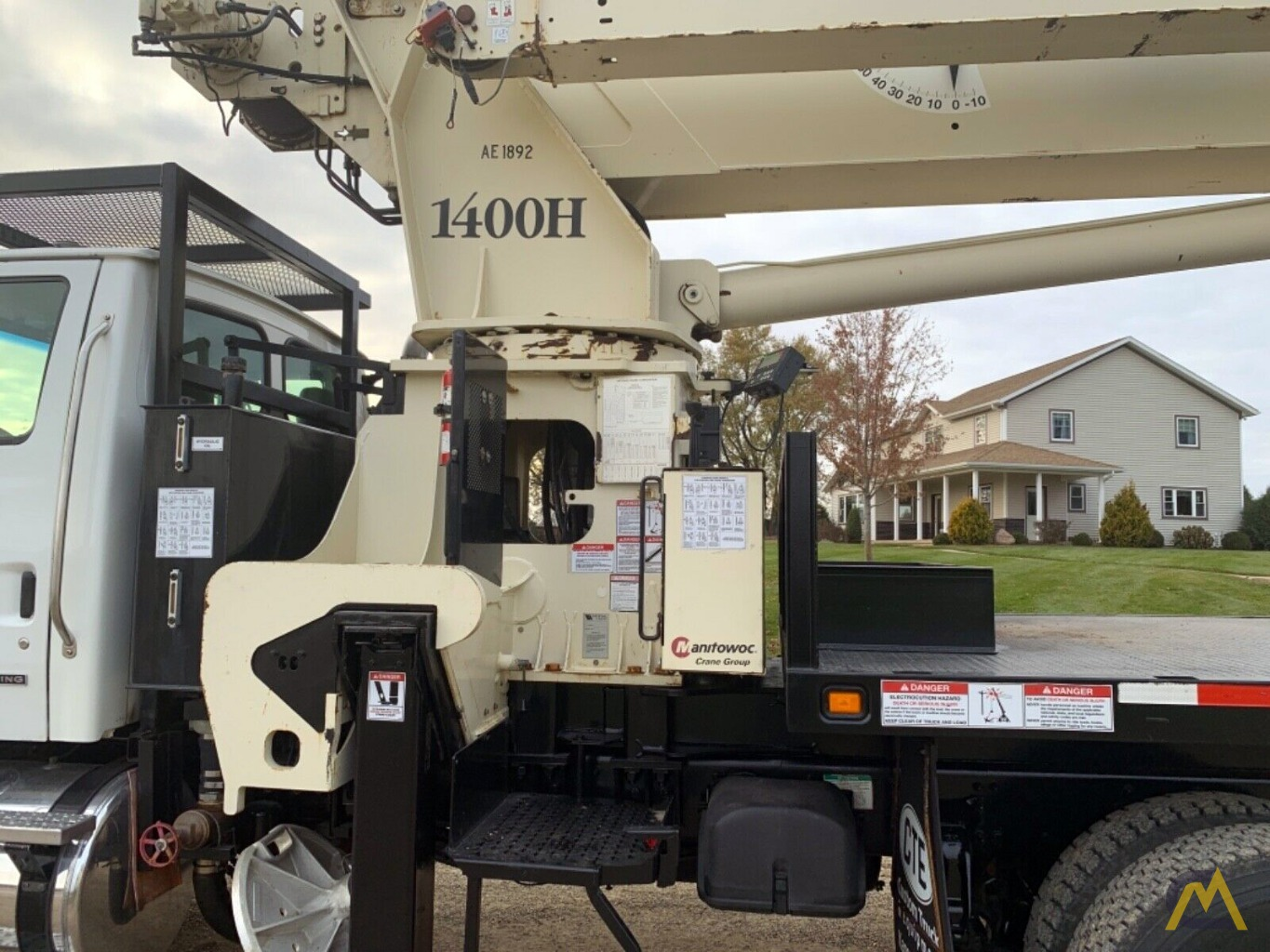 National Series Series 1400H Model 14127H 33-Ton Boom Truck Crane on Sterling L7500 9