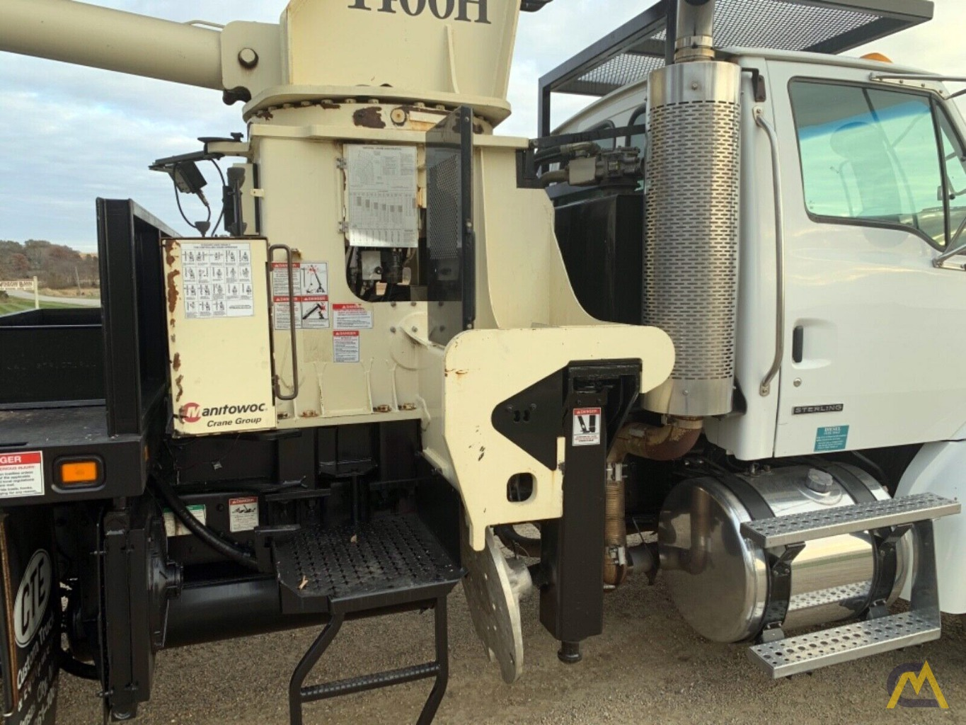 National Series Series 1400H Model 14127H 33-Ton Boom Truck Crane on Sterling L7500 8