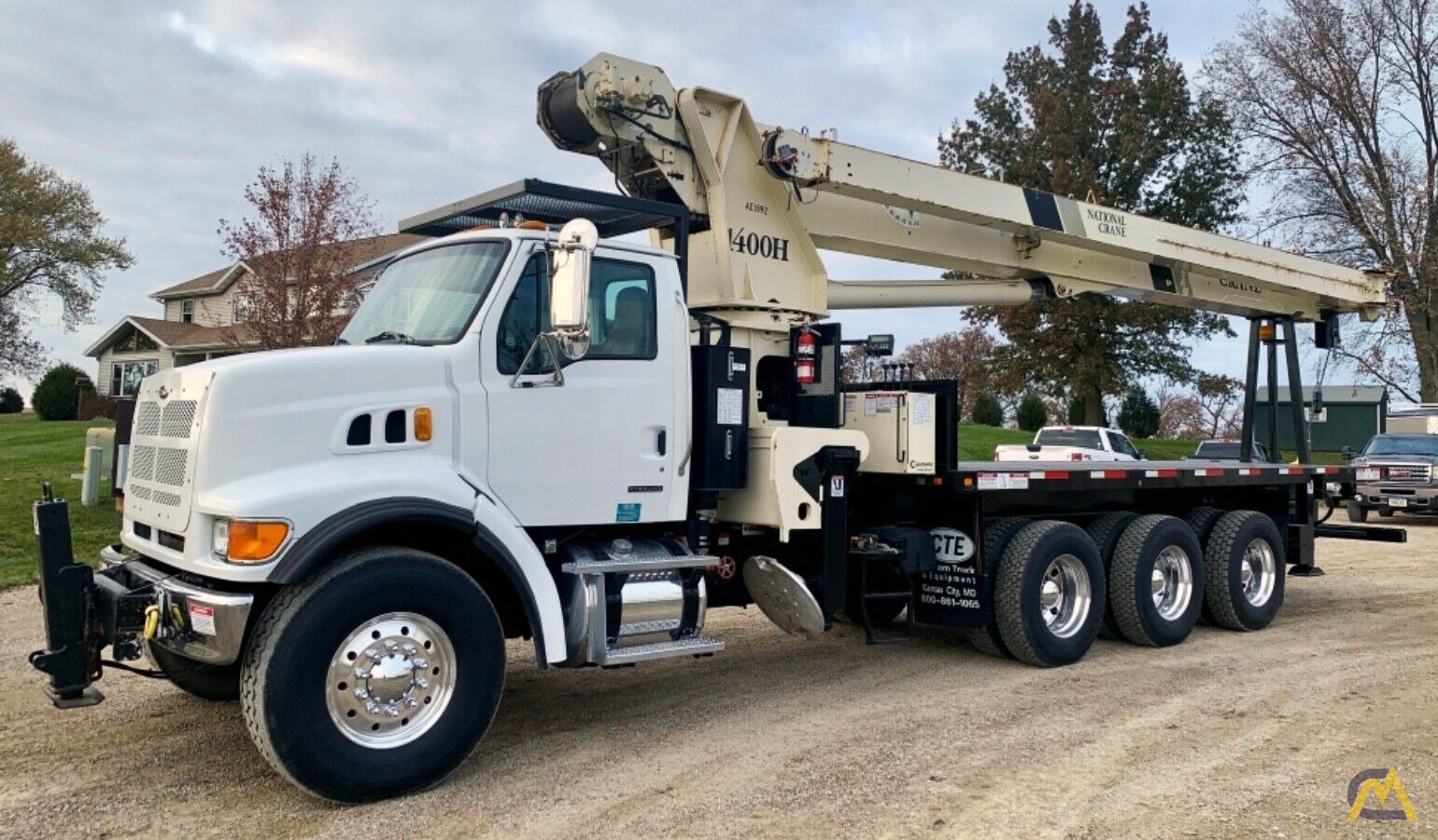National Series Series 1400H Model 14127H 33-Ton Boom Truck Crane on Sterling L7500 0