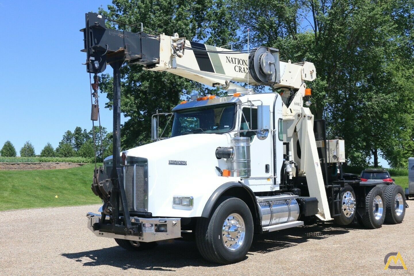 National 600E2 Series Model 649E2  20-ton Tractor Mount Boom Truck on Kenworth T800 0