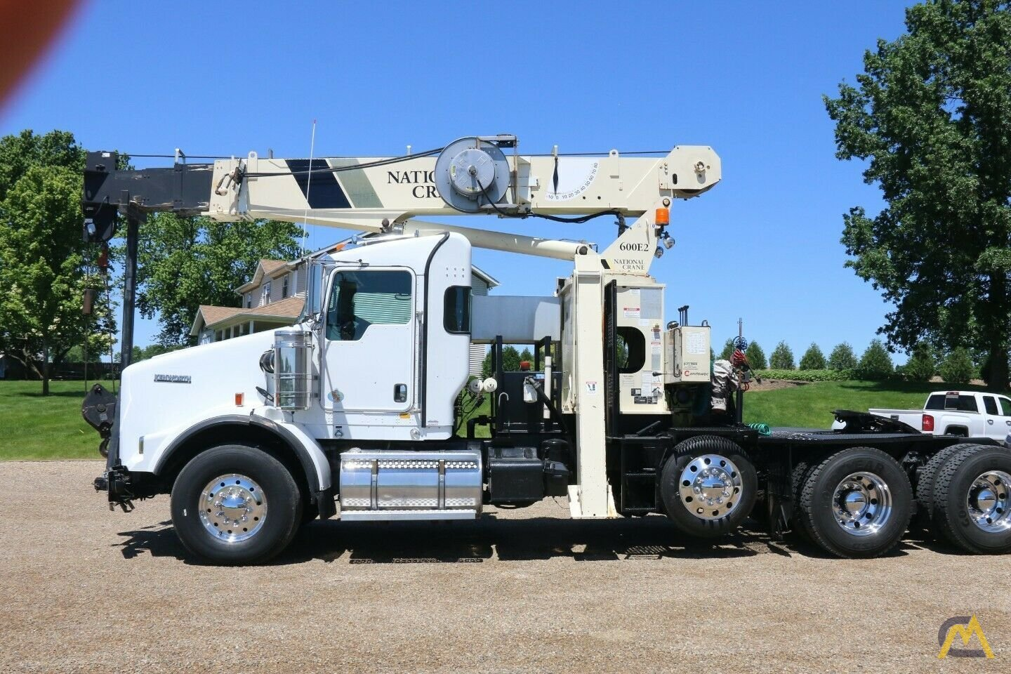 National 600E2 Series Model 649E2  20-ton Tractor Mount Boom Truck on Kenworth T800 1