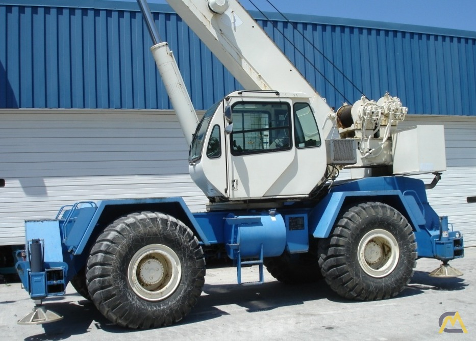 Terex RT555-1 55-Ton Rough Terrain Crane 1