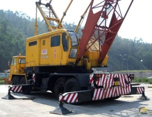 140-ton P&H 9125-TC Lattice Boom Conventional Truck Crane