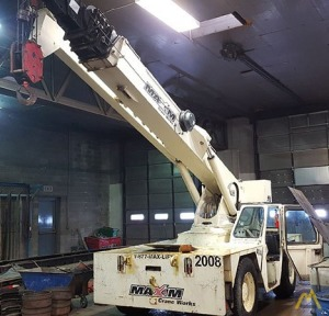 Shuttlelift 5560RT 15-Ton Carry Deck Crane