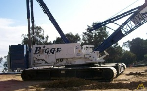 2000 Manitowoc 2250 300-Ton Lattice Boom Crawler Crane