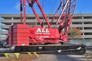 2006 Manitowoc 2250 300-Ton Lattice Boom Crawler Crane