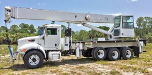 2007 ALTEC 38-ton AC38-127S on a 4 axle Peterbilt.