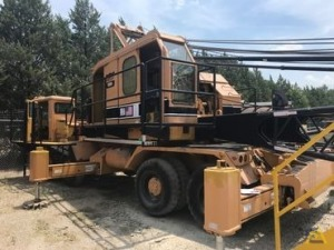 American 4450 40-Ton Lattice Boom Truck Crane
