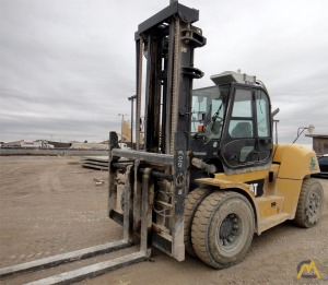 CAT P30000 Pneumatic TIre Lift Truck rated @ 30,000 lbs