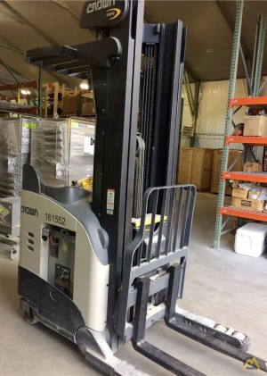 Crown RR 5725-45 Narrow Aisle Lift Truck