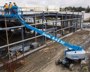 Genie S-40 XC 0.33-Ton Telescopic Boom Lift