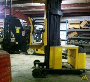 Hyster V30XMU Very Narrow Aisle Man Up Turret Truck