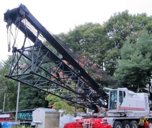 Link-Belt HC-278H 300-ton Lattice Boom Conventional Truck Crane