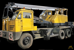 P&H 325-TC 25-ton Lattice Boom Truck Crane