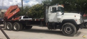Palfinger PK32080-A Rear Mounted on 2000 Mack RD690S with Boer Trailer Included