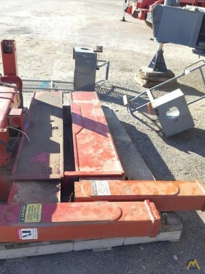Parts Attachments and Components Outriggers & Shoes Terex