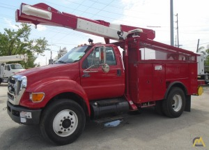 Versalift VO-43-I Articulating Bucket Truck on Ford F750
